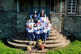 Unsere Kindergruppe mit Tanzleiterinnen
