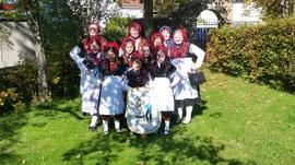 unsere Jugendgruppe mit Tanzleiterinnen